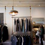 Cómo colocar la ropa en una tienda para vender más