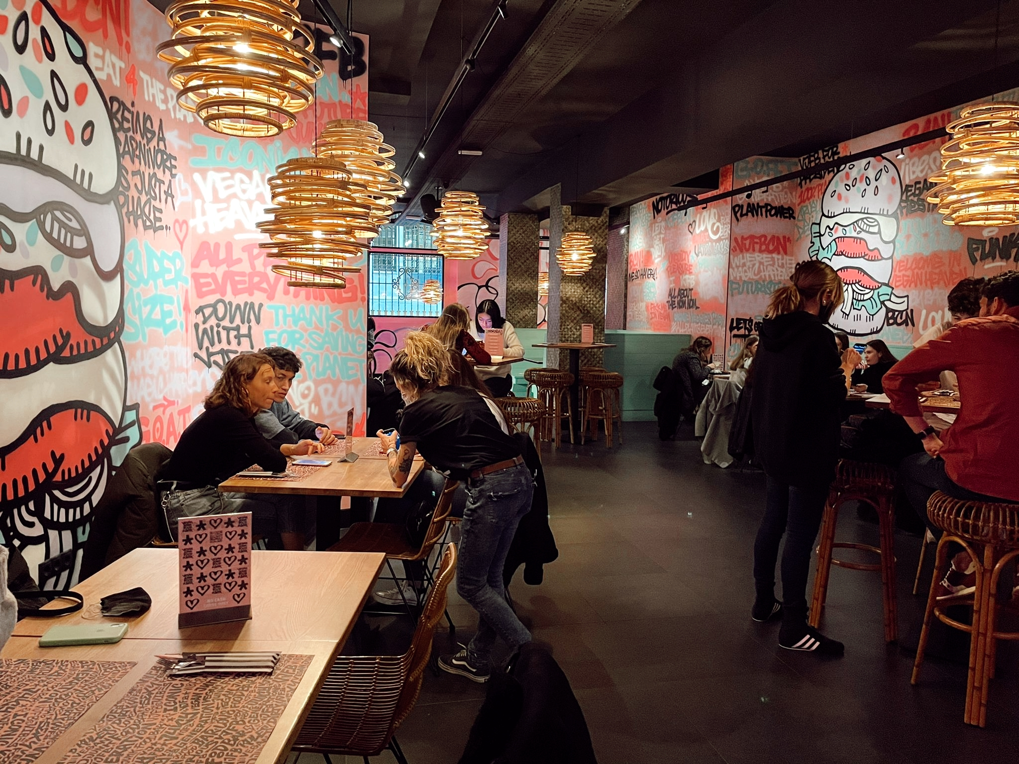Primer restaurante de Vegan Junk Food Bar en España, en el barrio del Born de Barcelona