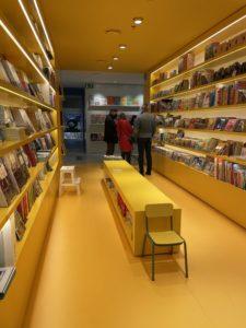 Zona infantil en la Librería Ona
